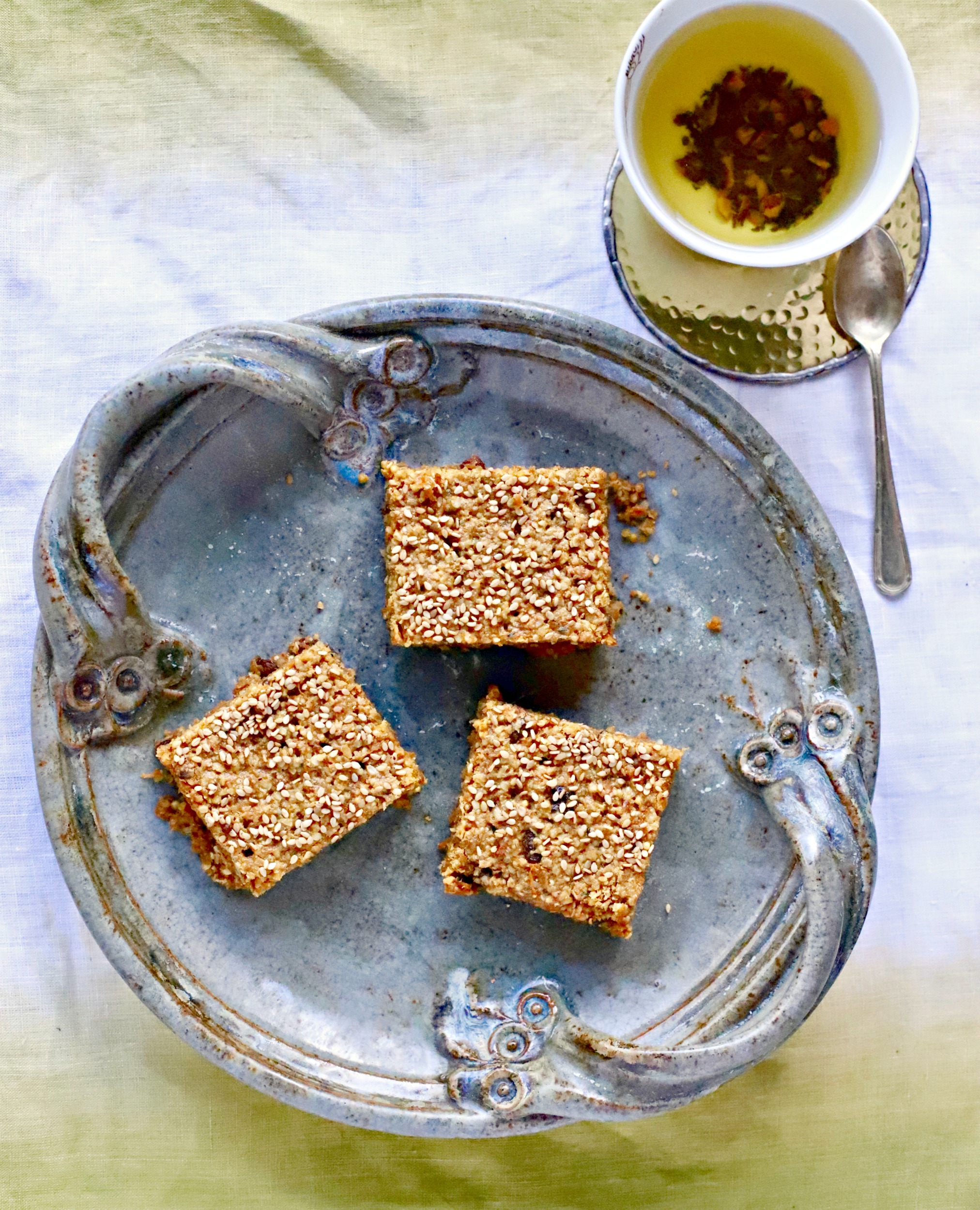 Make these Carrot Cake Tahini Power Bars for a healthy energising #snack. #glutenfree, wholegrain and #vegan. #energybars #powerbars